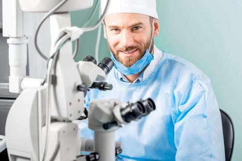 opthalmic-surgeon